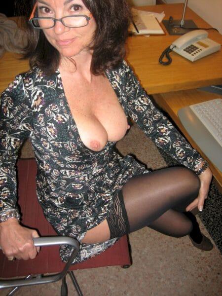 Cougar sexy dominante pour libertin soumis