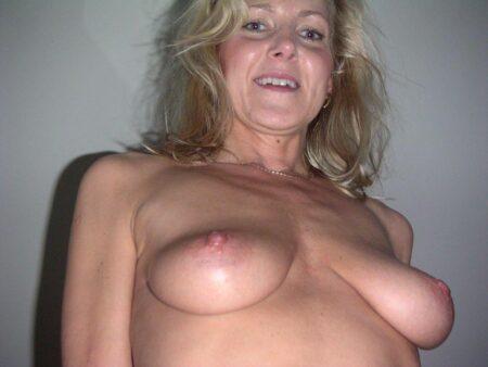 Femme mature soumise pour coquin expérimenté