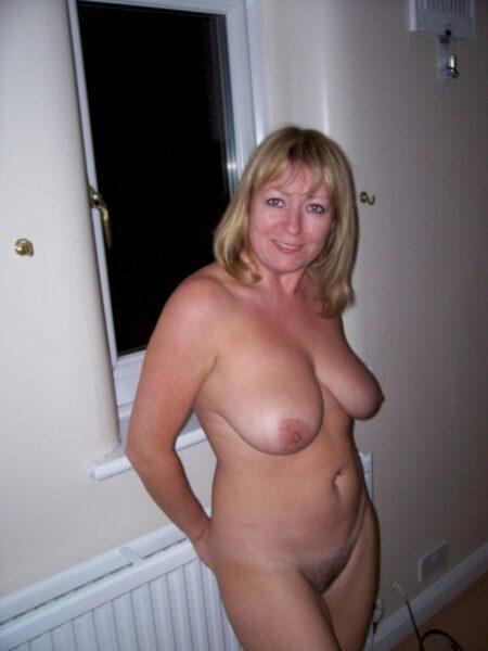 Femme sexy soumise pour homme dominateur
