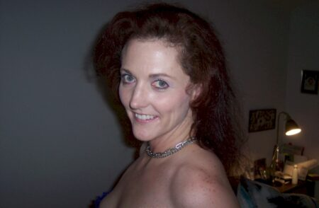 Très belle femme infidèle sexy qui a besoin d'un plan cul